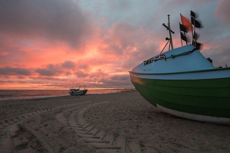 Vorupoer_sunrise_boat