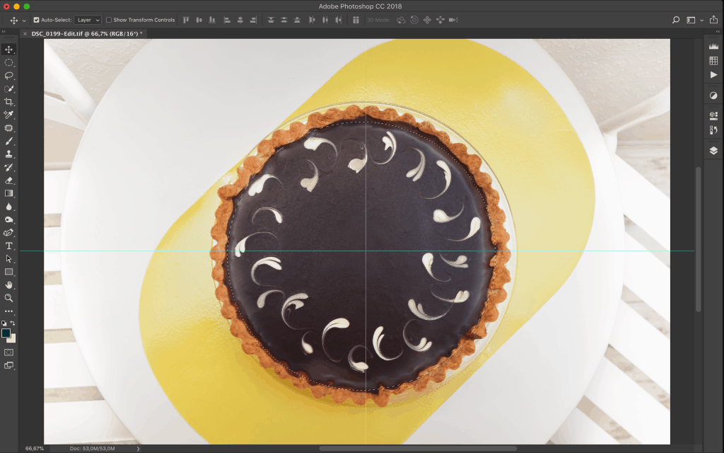Using the Marquee Tool to select a round cake.