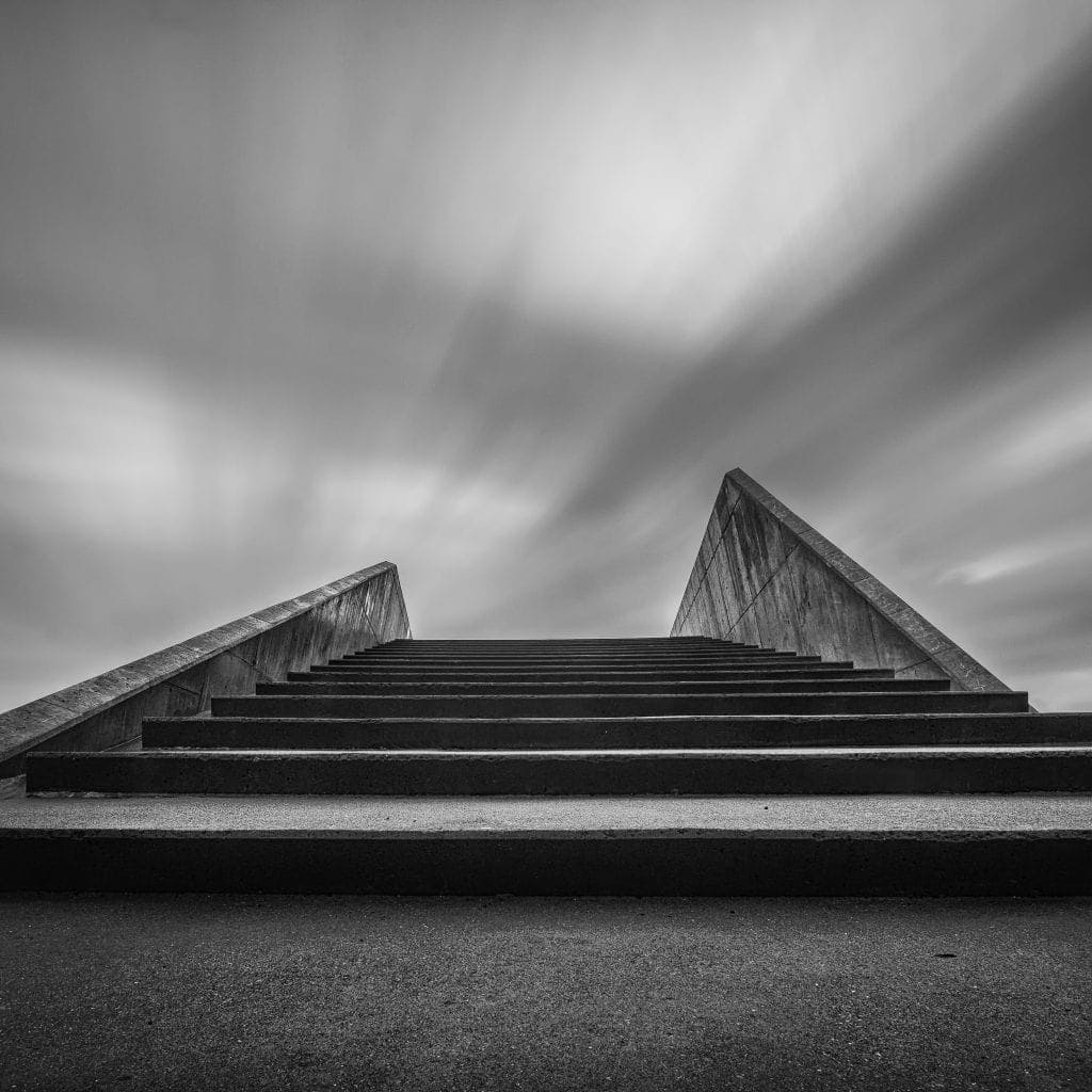 leading lines in Black and white photography